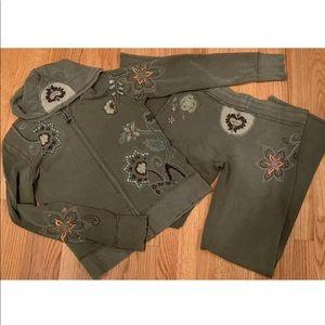 Vertigo zip up embroidered hoodie medium